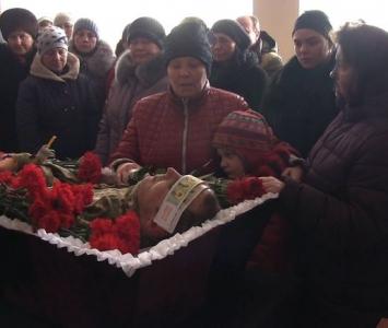 Татарбунари попрощалися із героєм АТО Романом Гульченко - 13