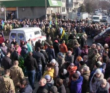 Татарбунари попрощалися із героєм АТО Романом Гульченко - 17