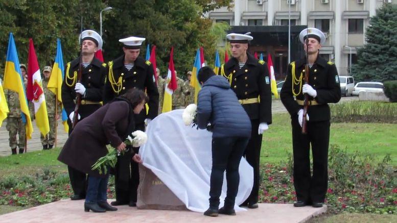 меморіальний камінь на честь героїв АТО - А.Сирбу-4
