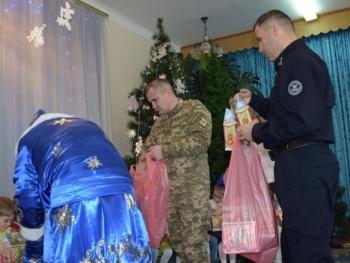День Святого Николая - пограничники Измаильского отряда поздравили детей - 1