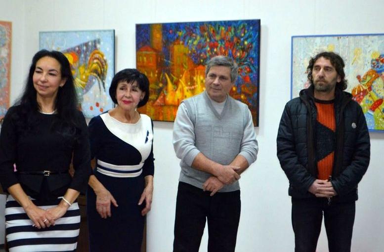 Выставка Екатерины Лемешевой «Путешествие в страну Солнца» - Измаил - 01