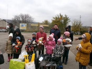 подарунки для дітей - Окнянський район - волонтери - 02