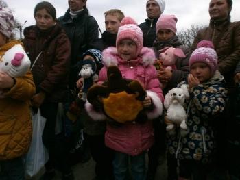 подарунки для дітей - Окнянський район - волонтери - 04