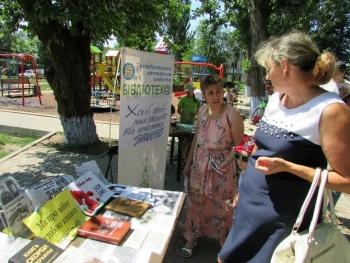 Бібліомайданчик - Татарбунари - виставка «Хай живі пам'ятають та покоління знають» - 5