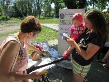 Бібліомайданчик - Татарбунари - виставка «Хай живі пам'ятають та покоління знають» - 2