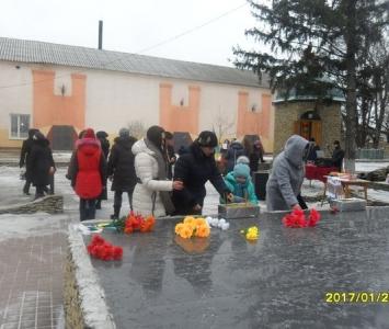 У Миколаївці вшанували пам'ять героїв Крут - 05