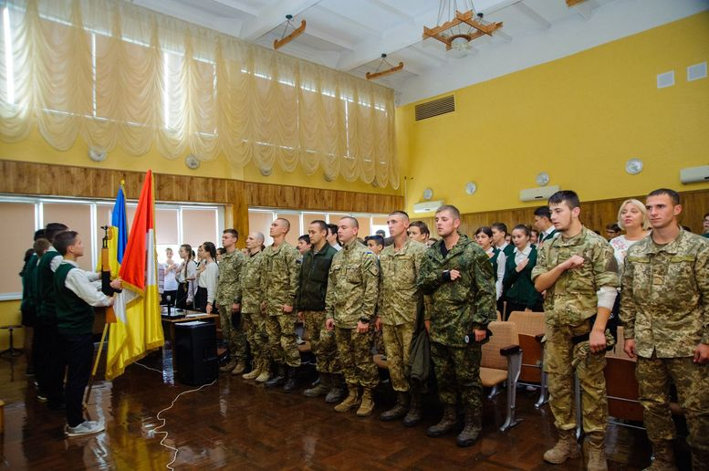 До гімназії №7 (м.Одеса) завітали військовослужбовці - 03