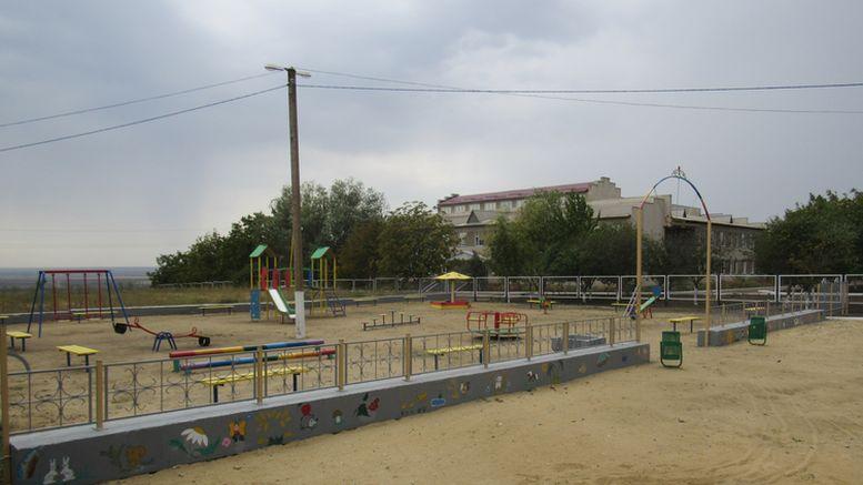 На фото: Иван БАТУРИН,  Славяносербский сельский голова - детский сад