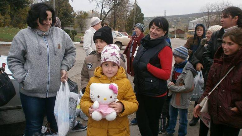 подарунки для дітей - Окнянський район - волонтери