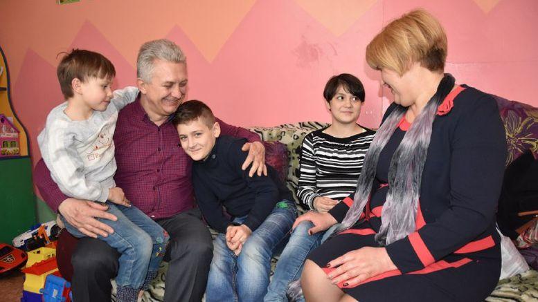 нова родина - прийомні батьки - діти-сироти