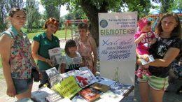 Бібліомайданчик - Татарбунари - виставка «Хай живі пам'ятають та покоління знають»