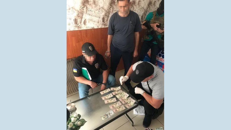 керівник - підрозділ Одеської митниці - хабар